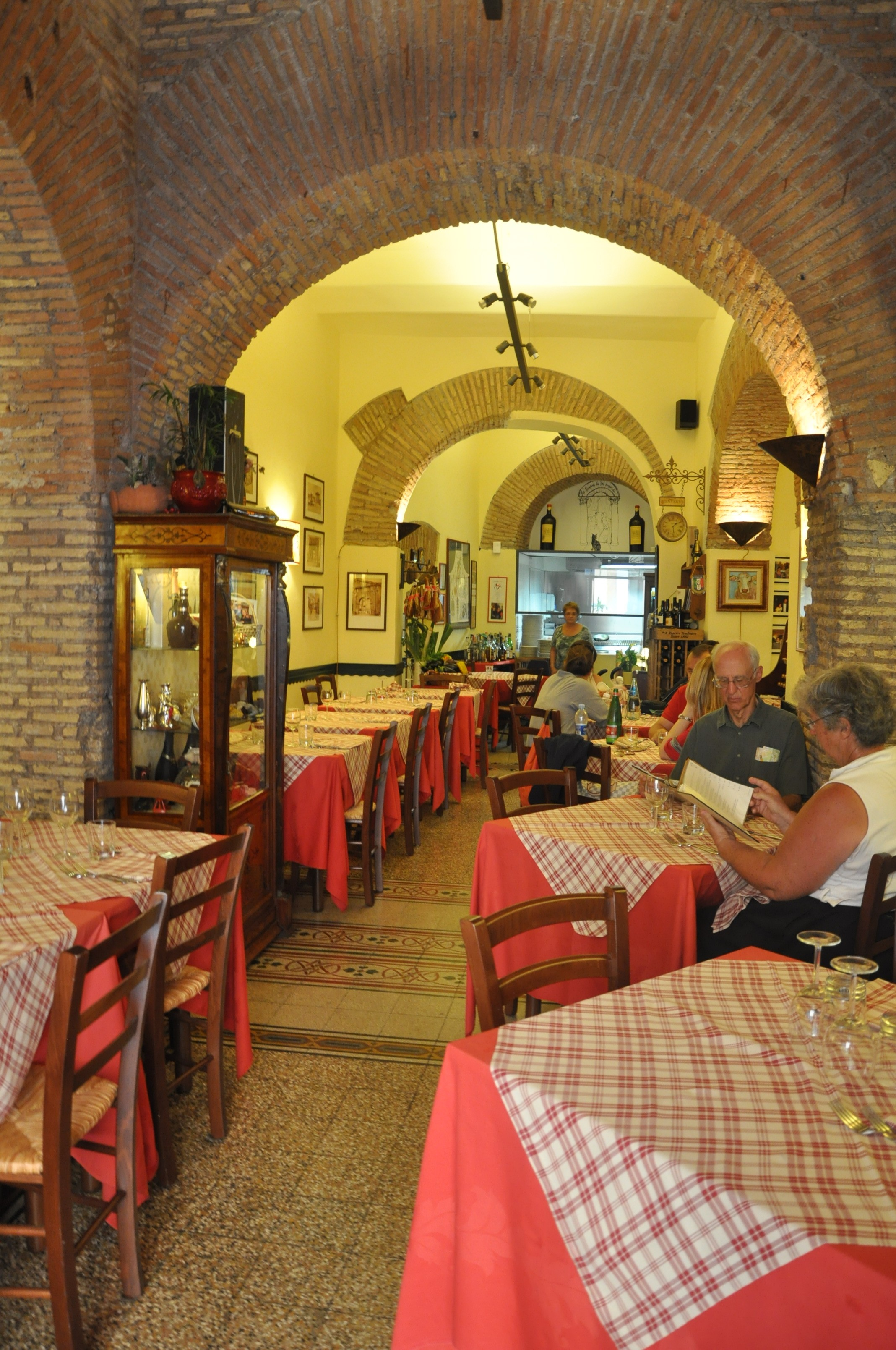 The Dos And Don Ts Of Eating In Italy