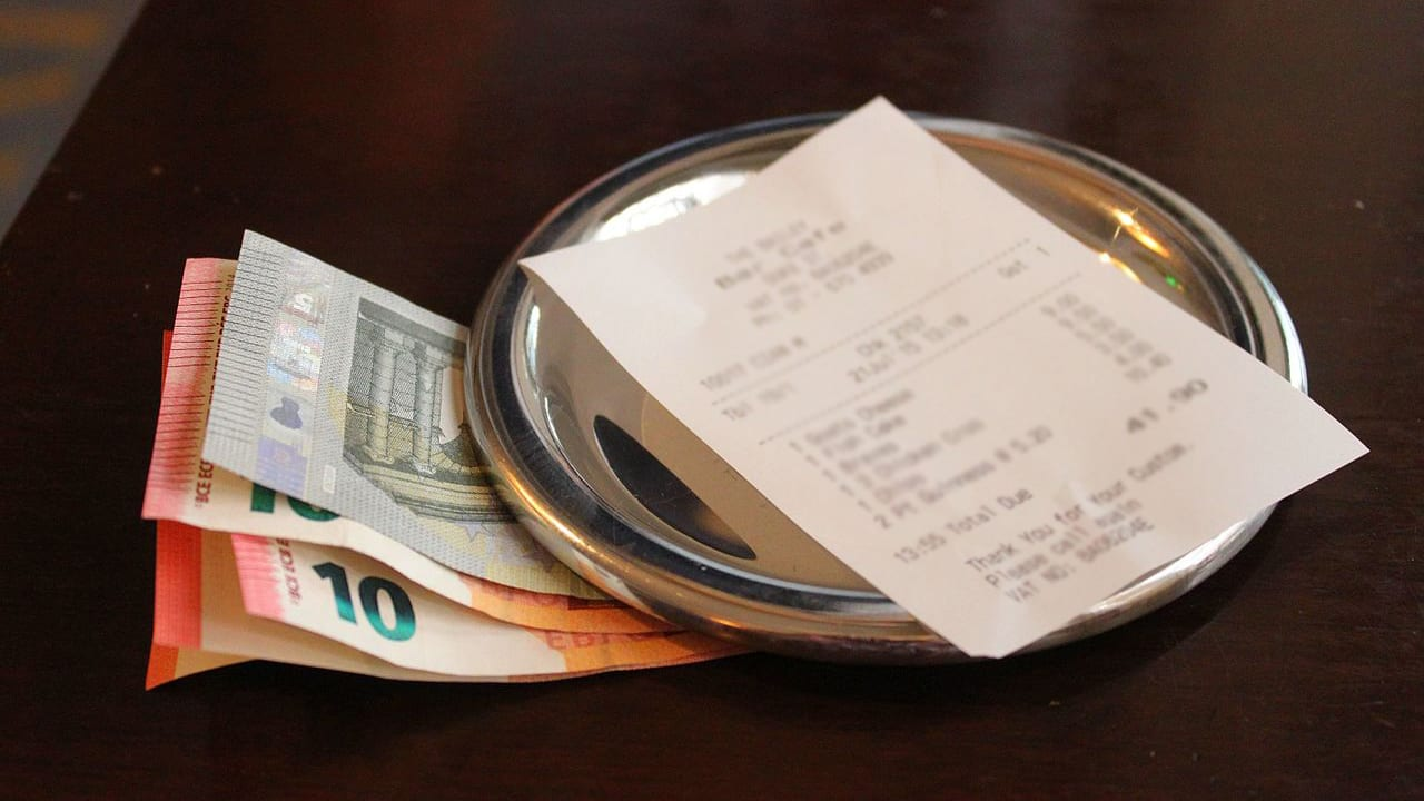 To tip… or not to tip?