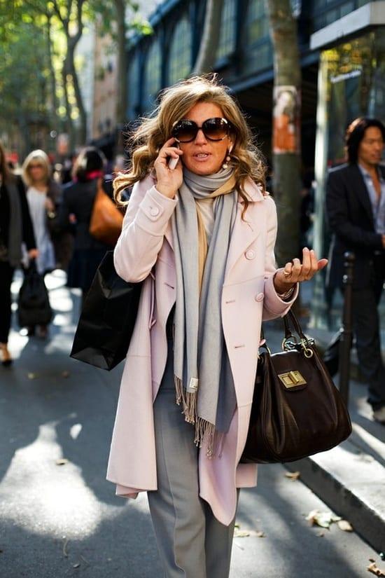 This Italian woman has it all: cute coat, scarf, and big handbag