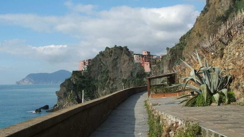 """The """"Via dell'Amore,"""" between Corniglia and Manarola"""