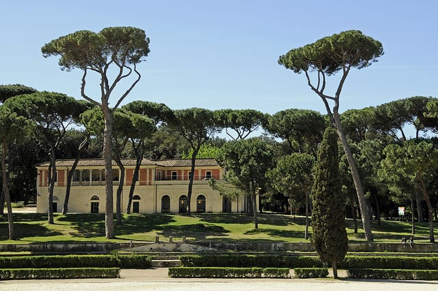 The Villa Borghese gardens are a perfect place to take a break from the city. Photo by Son of Groucho (flickr)