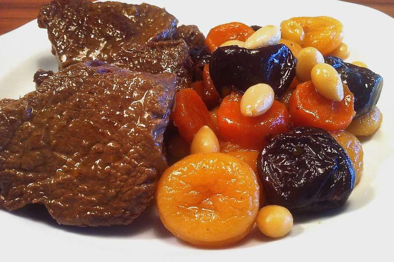 Christmas Veal with fruit and nuts